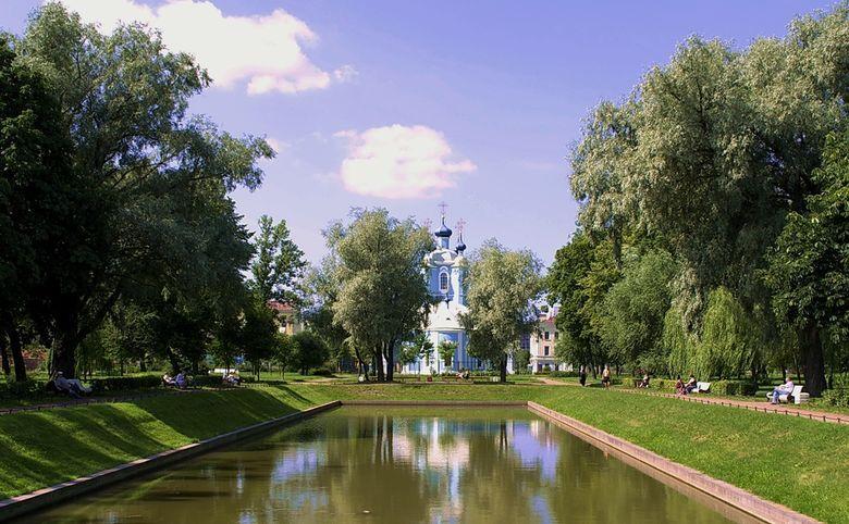 Рядом Выборгский сад и Сампсониевский парк