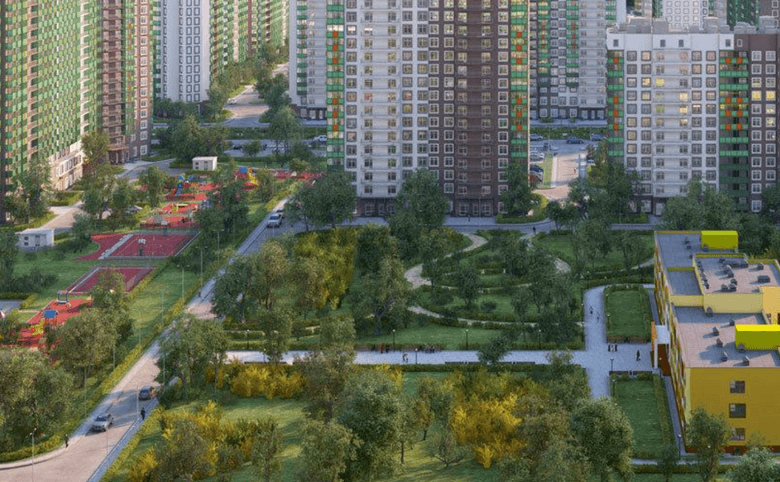 Просторный двор шириной 120 метров