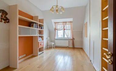 7-комнатная, 327.1 м²– 1