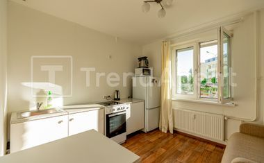 1-комнатная, 37.6 м²– 9