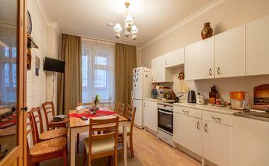 2-комнатная, 65 м²– 4