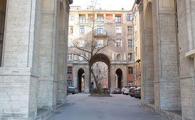Как дешево купить квартиру в центре Петербурга