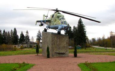 Памятник-вертолет Ми-24