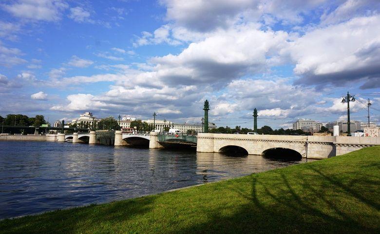 Рядом Крестовский остров и набережная Малой Невки